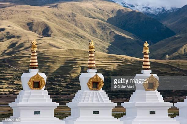 tibetan stupas - didier marti stock-fotos und bilder