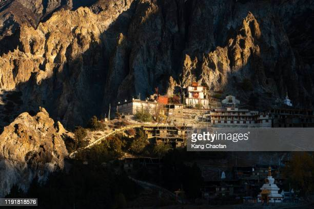 tibetan temple near manang in morning light, nepal - annapurna south stock pictures, royalty-free photos & images