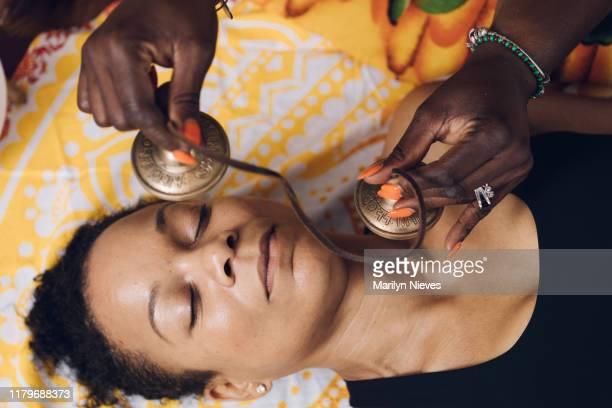 tibetan tingsha cymbals being used for holistic healing - showus stock-fotos und bilder