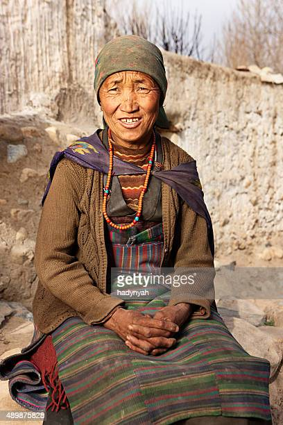 tibetan woman, lo manthang, upper mustang - lo manthang stock pictures, royalty-free photos & images