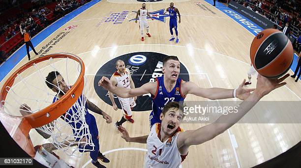 Tibor Pleiss #21 of Galatasaray Odeabank Istanbul competes with Alen Omic #23 of Anadolu Efes Istanbul during the 2016/2017 Turkish Airlines...