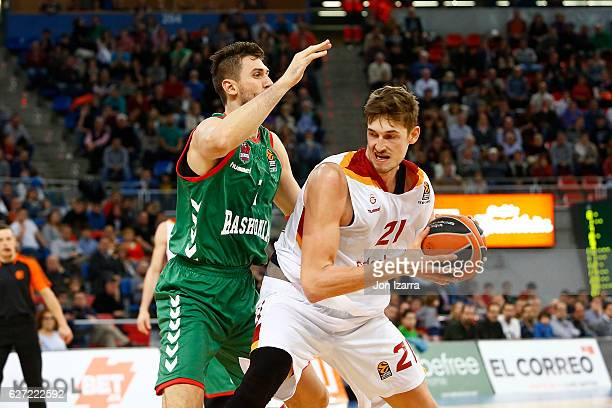 Tibor Pleiss #21 of Galatasaray Odeabank Istanbul competes with Andrea Bargnani #1 of Baskonia Vitoria Gasteiz during the 2016/2017 Turkish Airlines...
