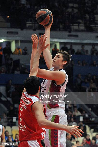 Tibor Pleiss #21 of Laboral Kutxa Vitoria in action during the 20132014 Turkish Airlines Euroleague Top 16 Date 11 game between Olympiacos Piraeus v...