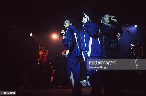 Die Mädchen Band Gibt Konzert In Hamburg 200497