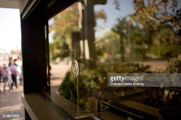 ticket booth window - hygiaphone photos et images de collection