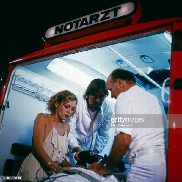 Tiefe Wasser, Fernsehserie; Deutschland 1983, Regie: Franz Peter Wirth, Darsteller: Constanze Engelbrecht.