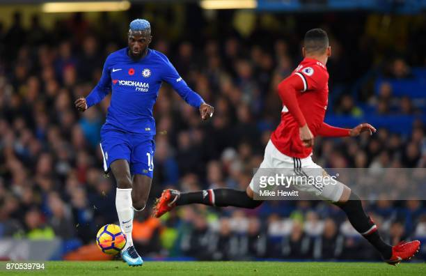 Tiemoue Bakayoko o Chelsea in action during the Premier League match between Chelsea and Manchester United at Stamford Bridge on November 5 2017 in...