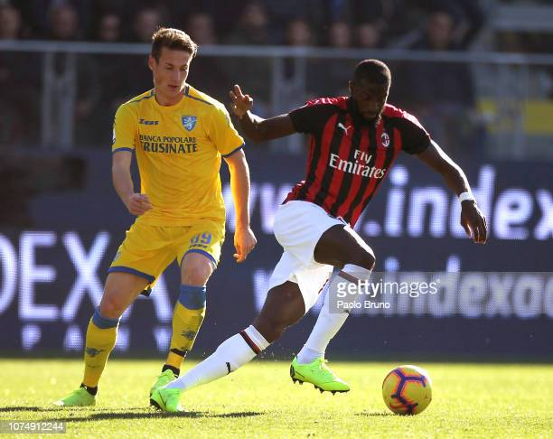Tiemoue Bakayoko of AC Milan competes for the ball with Andrea Pinamonti of Frosinone during the Serie A match between Frosinone Calcio and AC Milan...