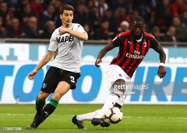 Tiemoue Bakayoko of AC Milan is challenged by Filip Djurcic of US Sassuolo during the Serie A match between AC Milan and US Sassuolo at Stadio...