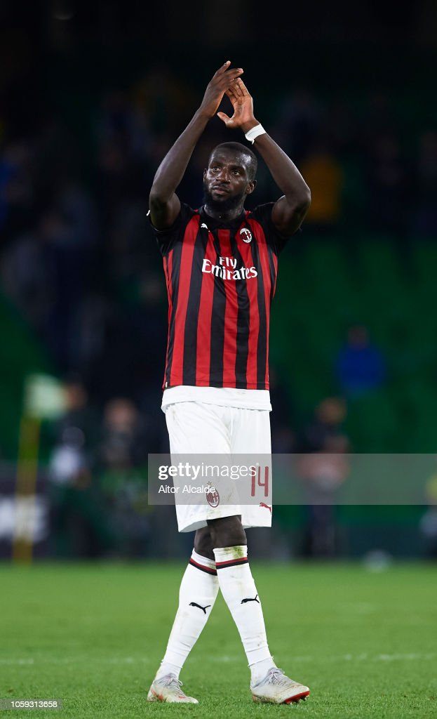 tiemoue bakayoko of ac milan waves to the fans after the end of the photo d 39 actualit getty. Black Bedroom Furniture Sets. Home Design Ideas