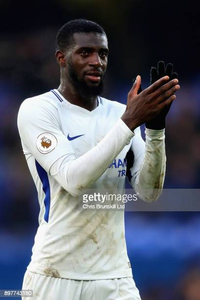 Tiemoue Bakayoko of Chelsea applauds the crowd after the Premier League match between Everton and Chelsea at Goodison Park on December 23 2017 in...