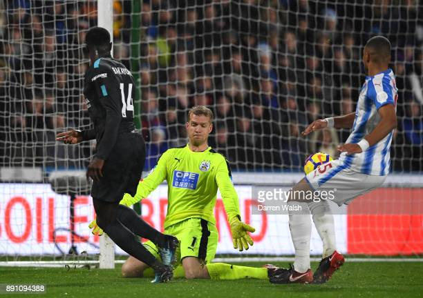 Tiemoue Bakayoko of Chelsea scores his teams first goal during the Premier League match between Huddersfield Town and Chelsea at John Smith's Stadium...