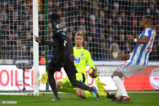 Tiemoue Bakayoko of Chelsea scores the first Chelsea goal during the Premier League match between Huddersfield Town and Chelsea at John Smith's...