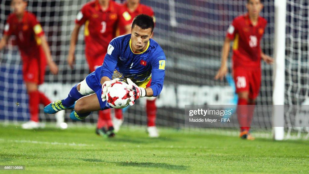 Tien Dung Bui makes a save during the FIFA U-20 World Cup Korea Republic 2017 group E match between Vietnam and New Zealand at Cheonan Baekseok Stadium on May 22, 2017 in Cheonan, South Korea.