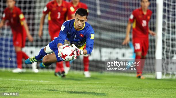 Tien Dung Bui makes a save during the FIFA U20 World Cup Korea Republic 2017 group E match between Vietnam and New Zealand at Cheonan Baekseok...