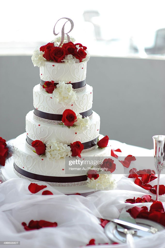 4 Tier Wedding Cake Stock Photo | Getty Images