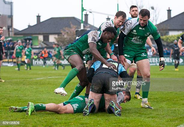 Tiernan O'Halloran of Connacht scores a try during the Guinness PRO12 rugby match between Connacht Rugby and Glasgow Warriors at the Sportsground in...