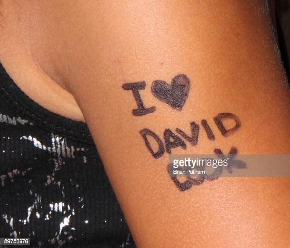 Tiffany Edwards Shows Off Her Tattoo To Recording Artist David Cook