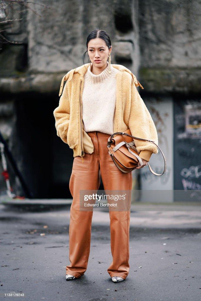 Street Style - Paris Fashion Week Womenswear Fall/Winter 2019/2020 : Day Five : News Photo