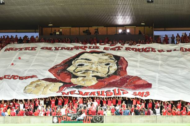 8EME JOURNÉE DE LIGUE 1 CONFORAMA : MHSC / NO  Tifo-fans-of-nimes-during-the-french-ligue-1-match-between-nimes-and-picture-id1019850950?k=6&m=1019850950&s=612x612&w=0&h=HbdhYf7GWGG5W4QmITayWW323szATOS1SXJCgCZdDW0=
