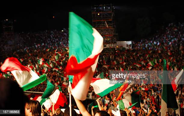 tifosi - bandera italiana fotografías e imágenes de stock