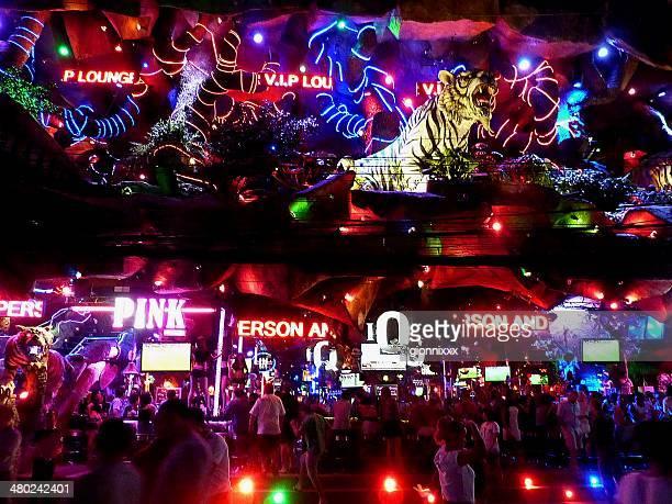 complexe de loisirs du tigre, la plage de patong - lap dance photos et images de collection