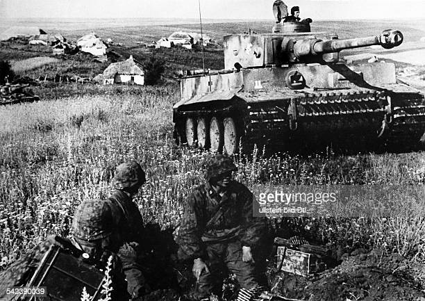 2WW eastern front OPERATION CITADEL 1943 battle of Kursk Tiger tank of 2 SS mechanized div 'Das Reich'Heavy tank VI 'Tiger' and Grenadiers about