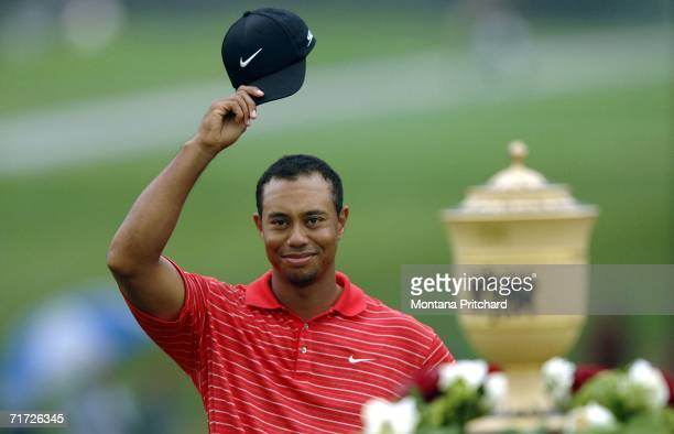 Tiger Woods acknowledges the crowd after winning the Bridgestone Invitational at Firestone Country Club August 27, 2006 in Akron, Ohio.