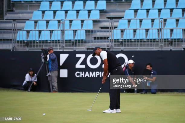 Tiger Woods of the United States attempts a putt on the 18th green during the second round of the Zozo Championship at Accordia Golf Narashino...