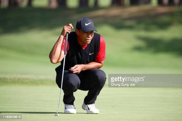 Tiger Woods of the United States lines up a putt on the 18th green during the final round of the Zozo Championship at Accordia Golf Narashino Country...