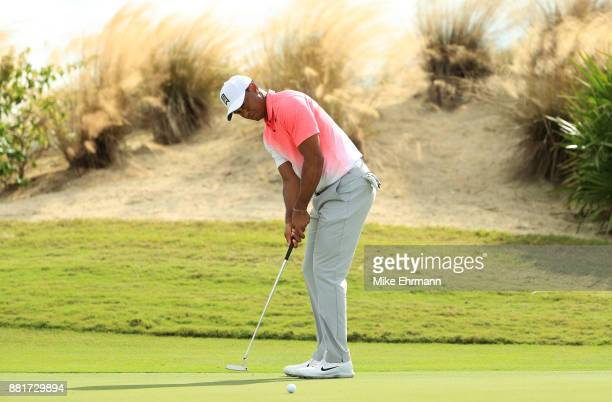 Tiger Woods of the United States putts during the pro-am prior to the Hero World Challenge at Albany, Bahamas on November 29, 2017 in Nassau, Bahamas.