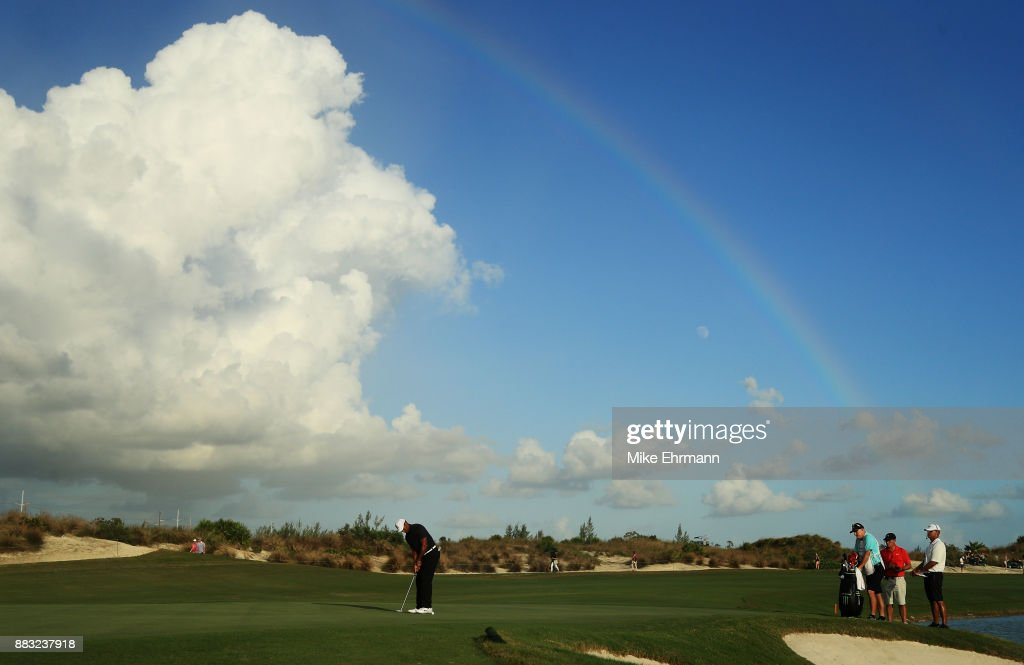 Tiger Woods of the United States putts on the 18th green during the first round of the Hero World Challenge at Albany, Bahamas on November 30, 2017 in Nassau, Bahamas.