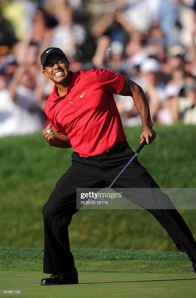 Tiger Woods of the US celebrates his bir : News Photo