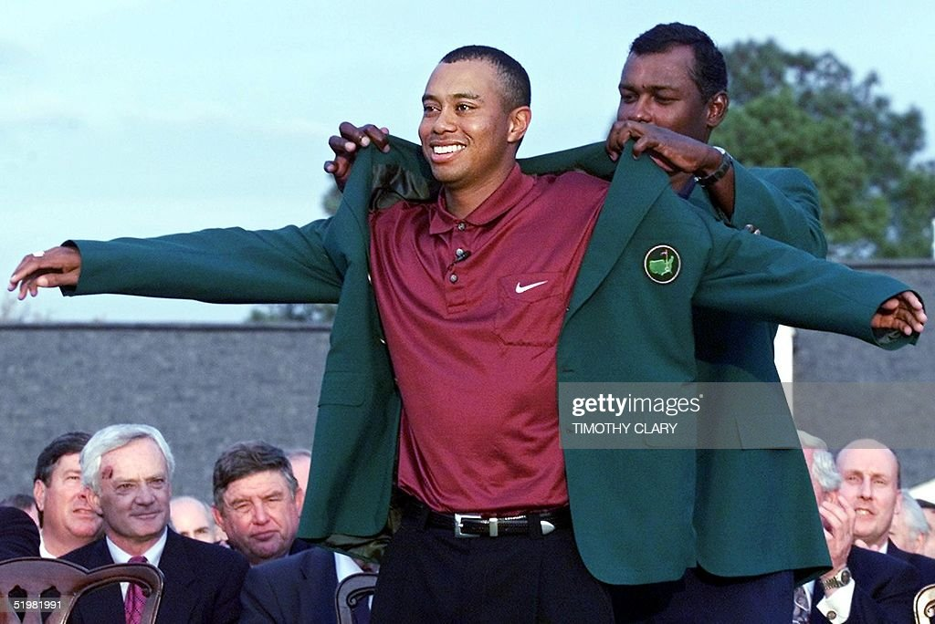 Tiger Woods (L) of the US gets his second green ja : News Photo