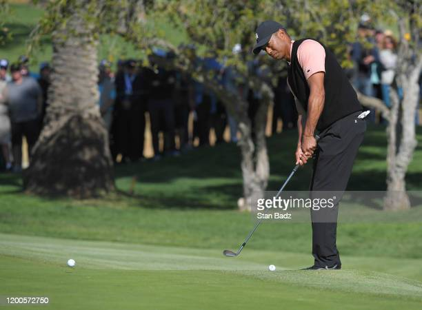 Tiger Woods plays a chip shot on the tenth hole during the first round of the Genesis Invitational at Riviera Country Club on February 13, 2020 in...