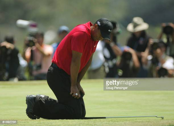 Tiger Woods reacts by falling to his knees despite his knee injury after missing his birdie putt on the 19th hole of the playoff during the playoff...