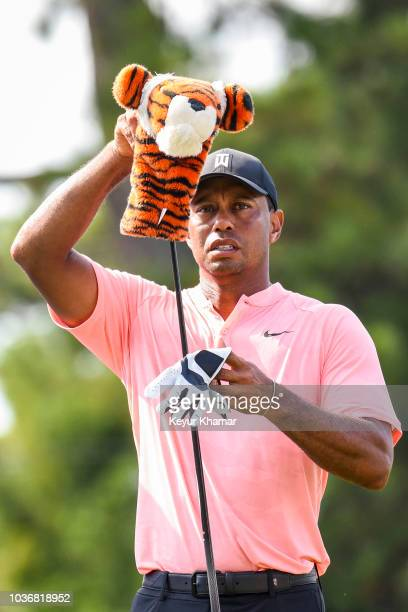 Tiger Woods takes his takes his headcover off his driver as he takes it out of his bag during the first round of the TOUR Championship, the final...