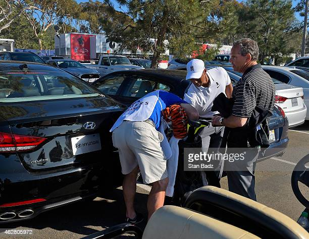 Tiger Woods withdraws from the Farmers Insurance Open at Torrey Pines Golf Course on February 5 2015 in San Diego California