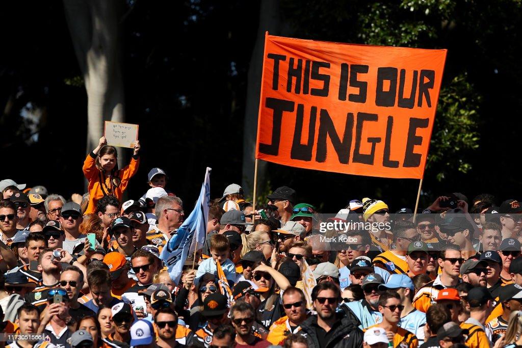 NRL Rd 25 - Tigers v Sharks : News Photo