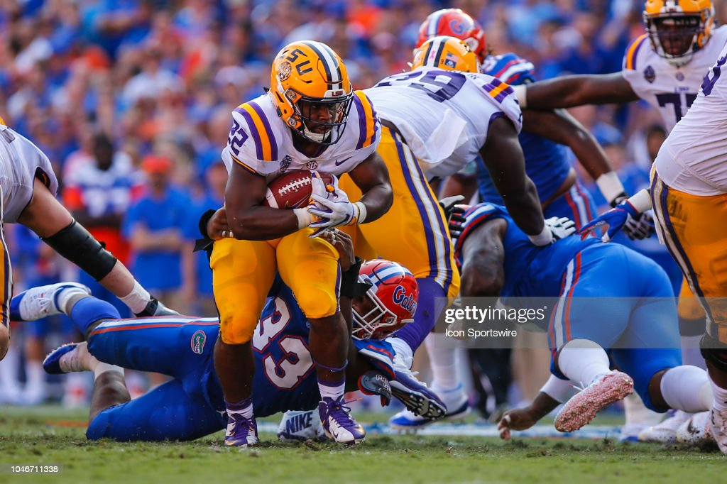 LSU Tigers running back Clyde Edwards-Helaire runs with the ball ... 4a3c868f1