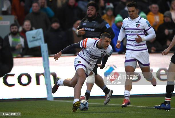 Tigers wing Jonny May scores the first try during the Gallagher Premiership Rugby match between Newcastle Falcons and Leicester Tigers at Kingston...