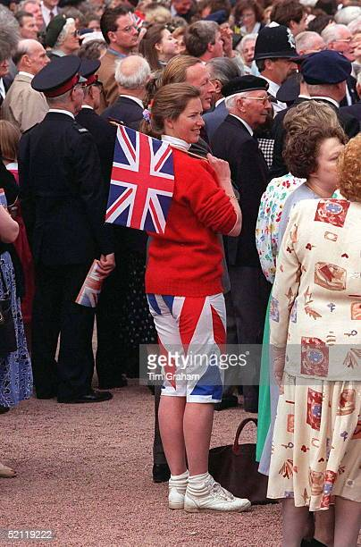 Tiggy Leggebourke Who Was Chosen By Prince Charles To Be A 'helper ' For Princes William And Henry Joins The Crowd With Union Jack Flag At Buckingham...