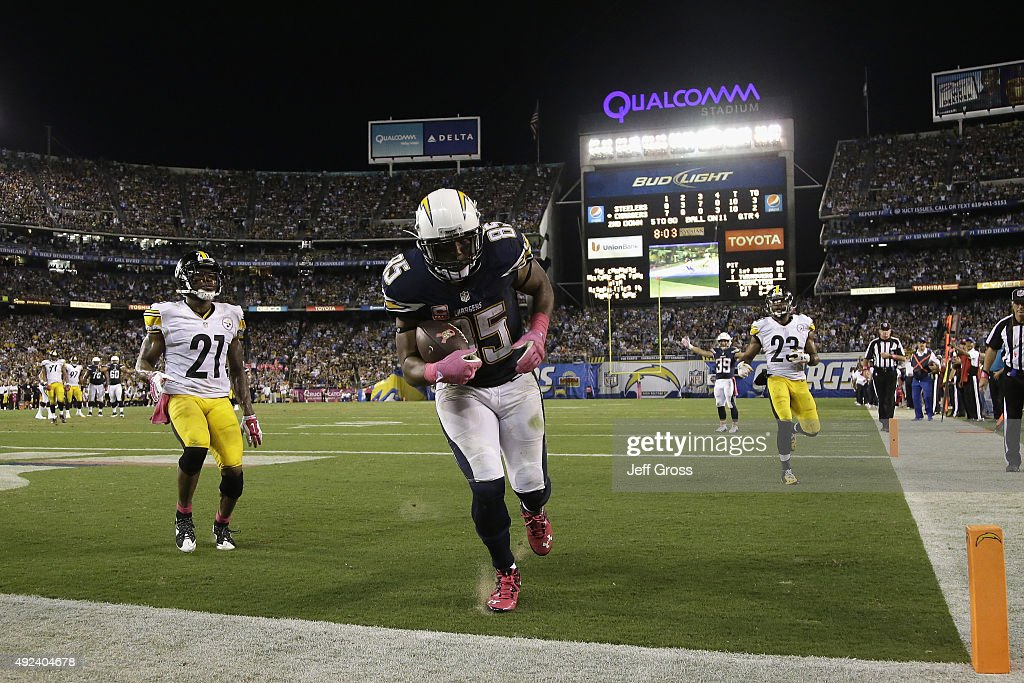 Tight end Antonio Gates #85 of the San Diego Chargers catches a touchdown reception against the Pittsburgh Steelers at Qualcomm Stadium on October 12, 2015 in San Diego, California.