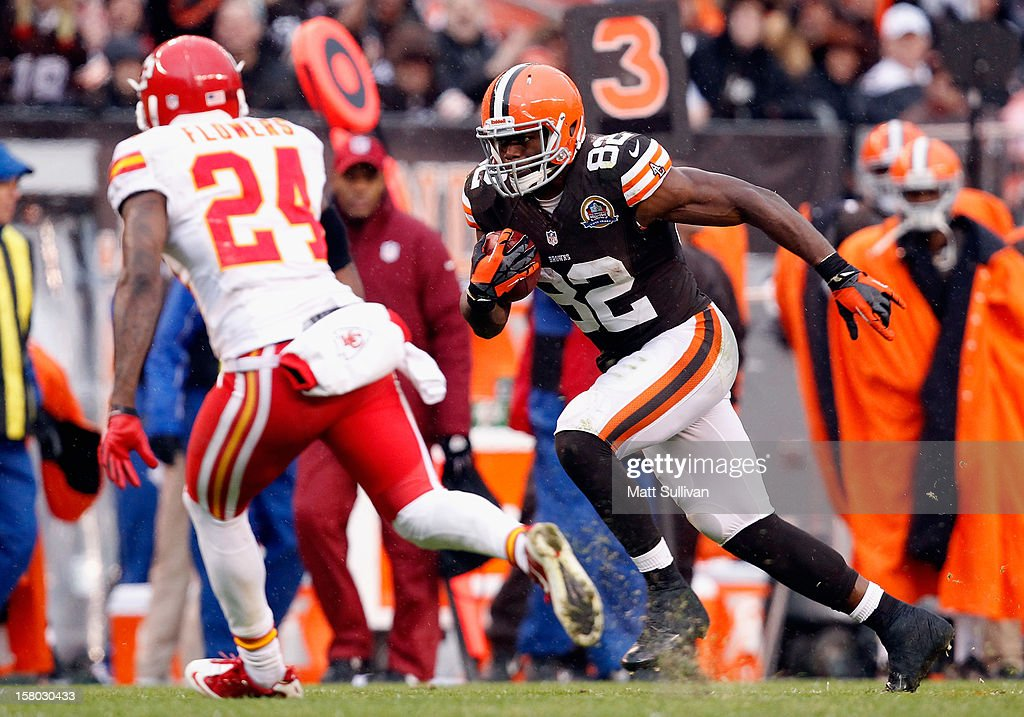 Tight end Benjamin Watson #82 of the Cleveland Browns runs by cornerback Brandon Flowers #24 of the Kansas City Chiefs at Cleveland Browns Stadium on December 9, 2012 in Cleveland, Ohio.