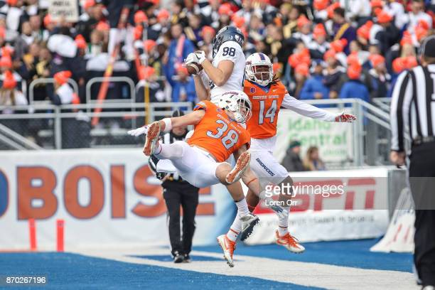 Tight end Brandon Scott of the Nevada Wolfpack tries to bring in a long pass over the defense of linebacker Leighton Vander Esch of the Boise State...