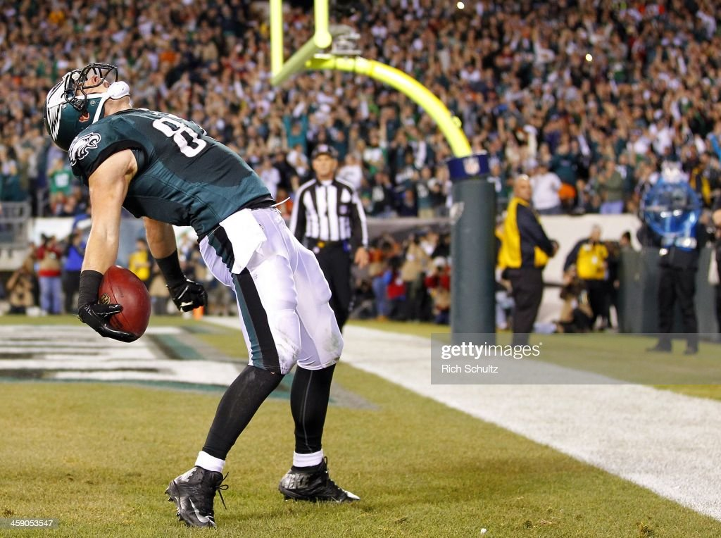 Tight end Brent Celek #87 of the Philadelphia Eagles celebrates after making a catch in the end zone for a touchdown against the Chicago Bears in the first quarter during a game at Lincoln Financial Field on December 22, 2013 in Philadelphia, Pennsylvania.