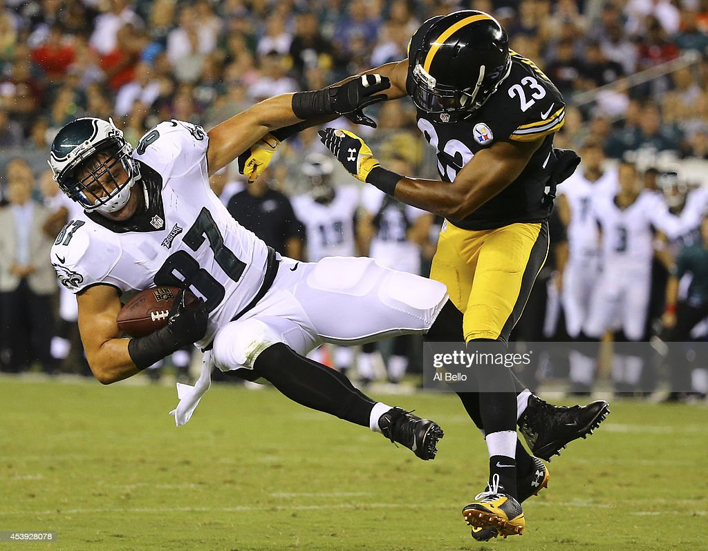 Tight end Brent Celek #87 of the Philadelphia Eagles makes a catch and is hit by safety Mike Mitchell #23 of the Pittsburgh Steelers on August 21, 2014 at Lincoln Financial Field in Philadelphia, Pennsylvania.