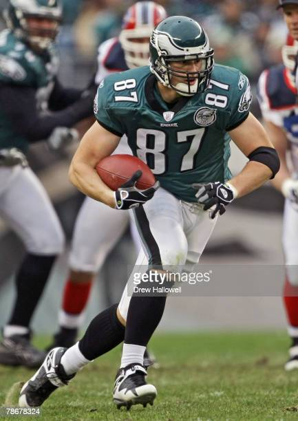Tight end Brent Celek of the Philadelphia Eagles runs with the ball during the game against the Buffalo Bills on December 30, 2007 at Lincoln...