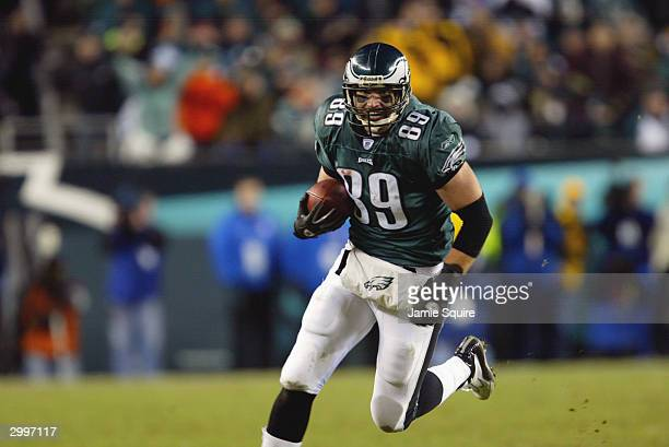 Tight end Chad Lewis of the Philadelphia Eagles runs the ball against the Carolina Panthers in the NFC Championship game on January 18 2004 at...