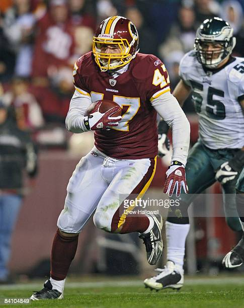 Tight end Chris Cooley of the Washington Redskins runs the ball during the game against the Philadelphia Eagles on December 21, 2008 at FedEx Field...